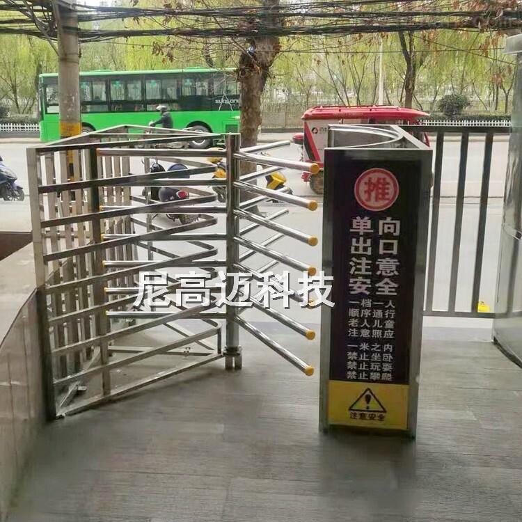 洛南中医院单向出口手推半高旋转单项门