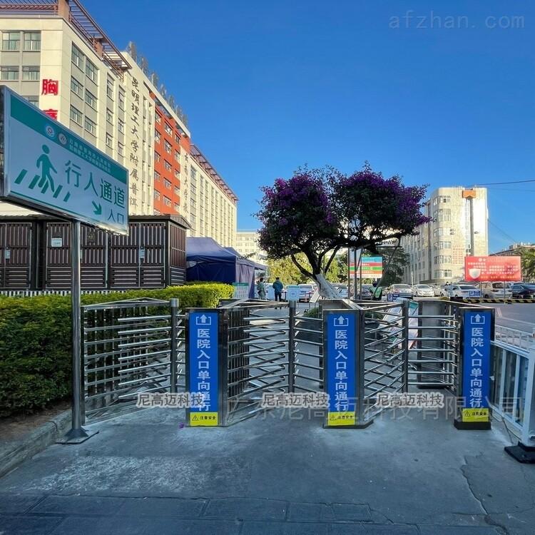 医院入口单向通行梳状不锈钢半高旋转项道闸